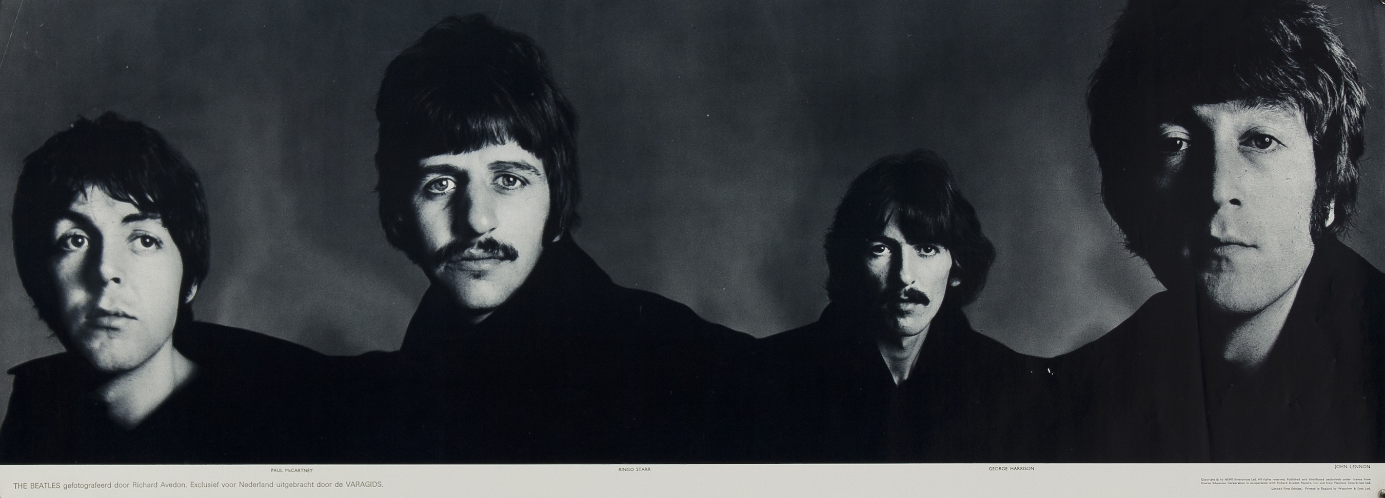 the_beatles_banner_richard-avedon_1967